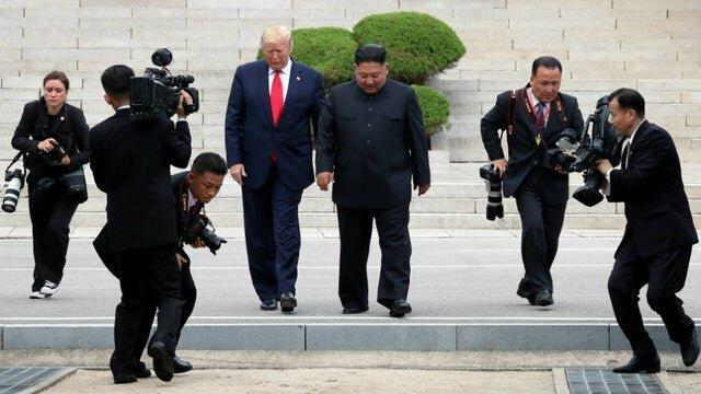 عکس رهبر کره شمالی بر روی دیوار کاخ سفید