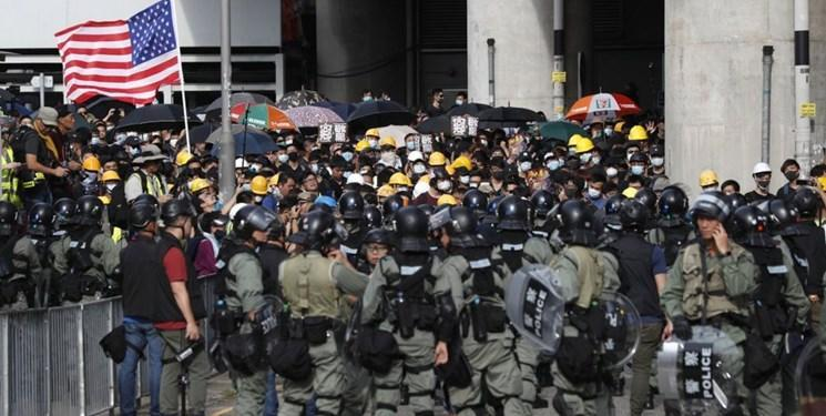 ادامه ناآرامی ها در هنگ کنگ؛ پرچم آمریکا در دست معترضان