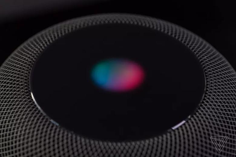پیمانکاران اپل هر روز هزار رکورد ضبط شده سیری را گوش می دهند